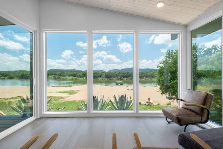 Beach House 1 - Privacy, Luxury, and VIEWS!