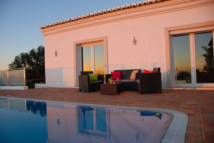 Double Bedroom & en-suite, Pool & Panoramic Views - Loulé