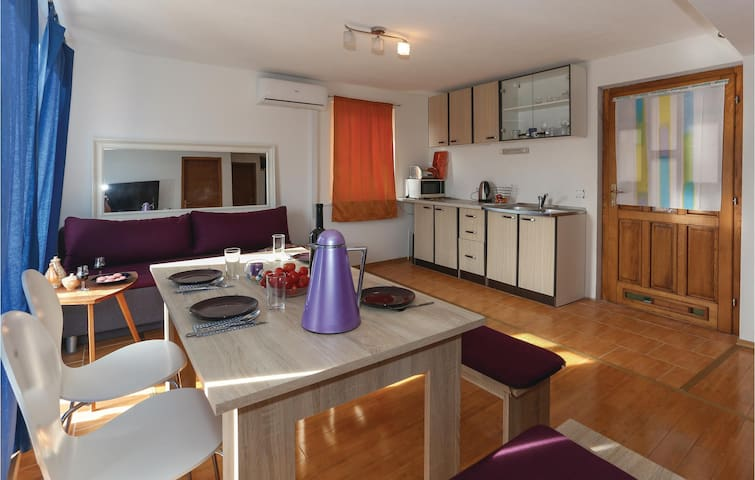 Holiday apartment with 1 bedroom on 37m² in Slatine