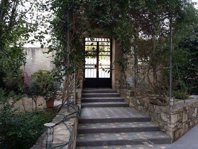 Maison traditionnelle à Agioi Deka - Agioi Deka - House