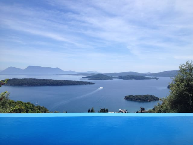 Villa Pasithea, stunning views and privacy! - Perigiali - Rumah