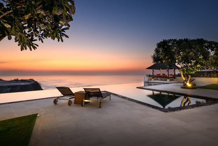 CLIFF TOP PANDAWA 4 BEDROOM LUXURY OCEAN VILLA
