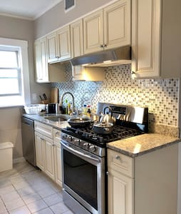 Renovated—Beautiful—Clean—2BR—Parking—Washer|Dryer