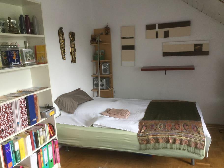 dachgeschoss mit 2 zi f r 2 max 6 g ste reihenh user zur miete in kirchheim by deutschland. Black Bedroom Furniture Sets. Home Design Ideas