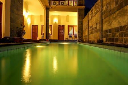Ladiva Shore Hotel 2 (AC, Hot Water, No Breakfast)