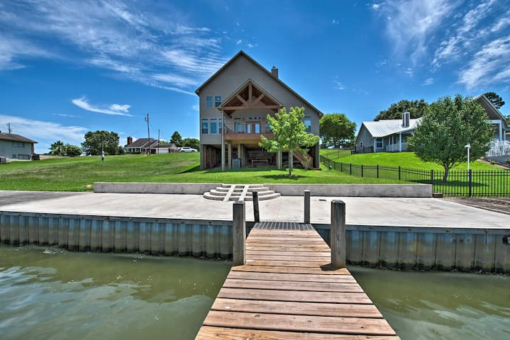 Enjoy access to a private boathouse, dock, boardwalk, patio, deck & more!