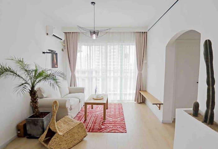 【朴宿·红岩】市中心天悦酒店对面,两房一厅,坚果投影免费观看VIP大片,极简复古浪漫
