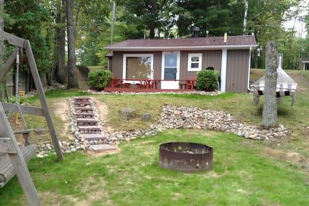 Cozy lake front cottage! - Harrison - Hus