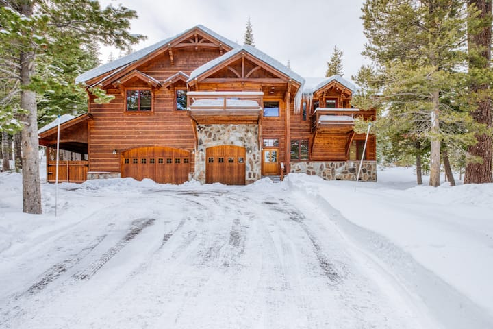 Luxury Chalet with Hot Tub in Private Setting - Tahoe Donner