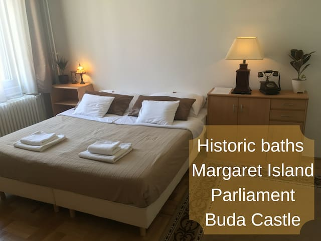 Room w/ variable beds in central BP next to baths - Budapest - Apartment