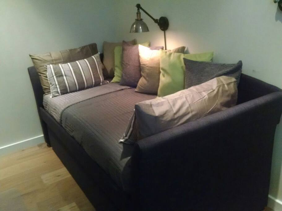Bedroom 2. picture of the day bed