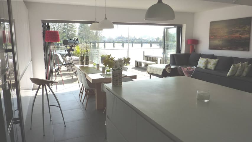 On the river - relax with fantastic river views - Staines-upon-Thames - House