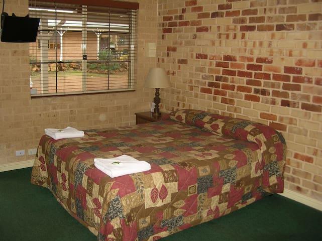 Comfortable Bush Retreat Unit for a couple/single