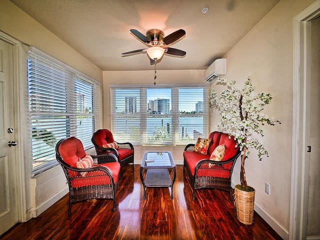 Sun Cove 1 Charming Waterfront unit in North Clearwater Beach 23013