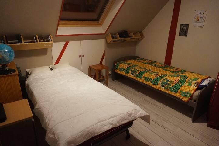 Magny les Hx  à 2 pas du golf, Chambre 3 à 2 lits
