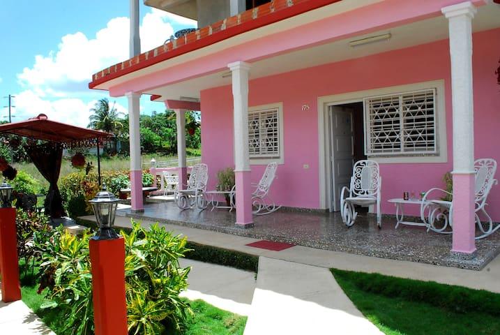 Casa Mirelia y Mayrelis.Habitacion al campo(Wiffi)