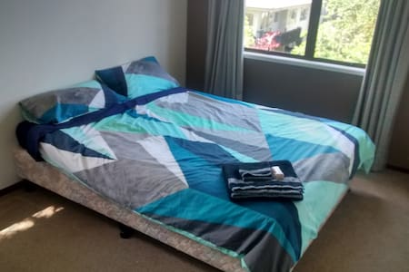 Short distance from the beach, and easy CBD access - Auckland - Hus
