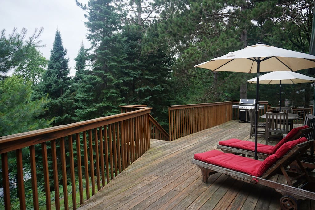 large deck w/ gas grill