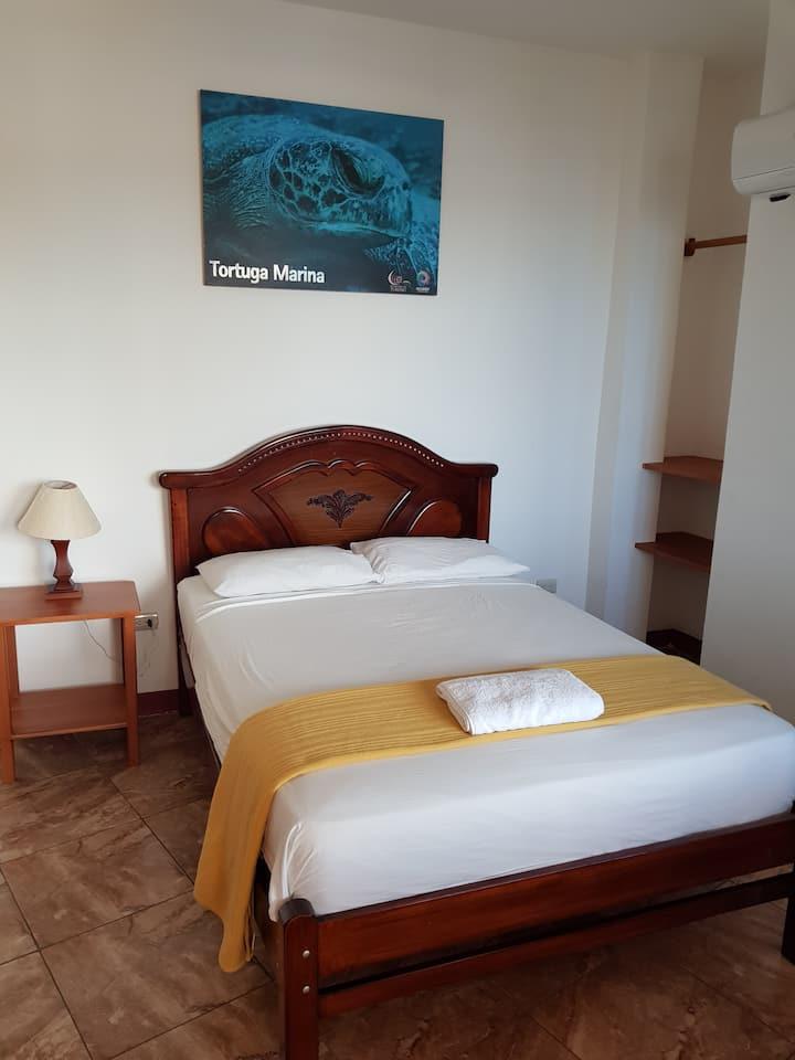 Gloria-Galápagos Inn_Simple