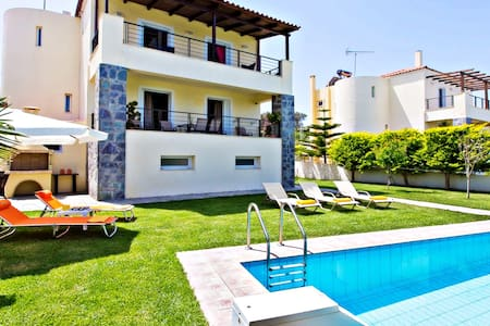 Green Retreat: Pool Villa,Minutes to Beaches & Fun - Rethymno