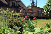 """""""Raventree Inn""""  Home with many nature trails"""
