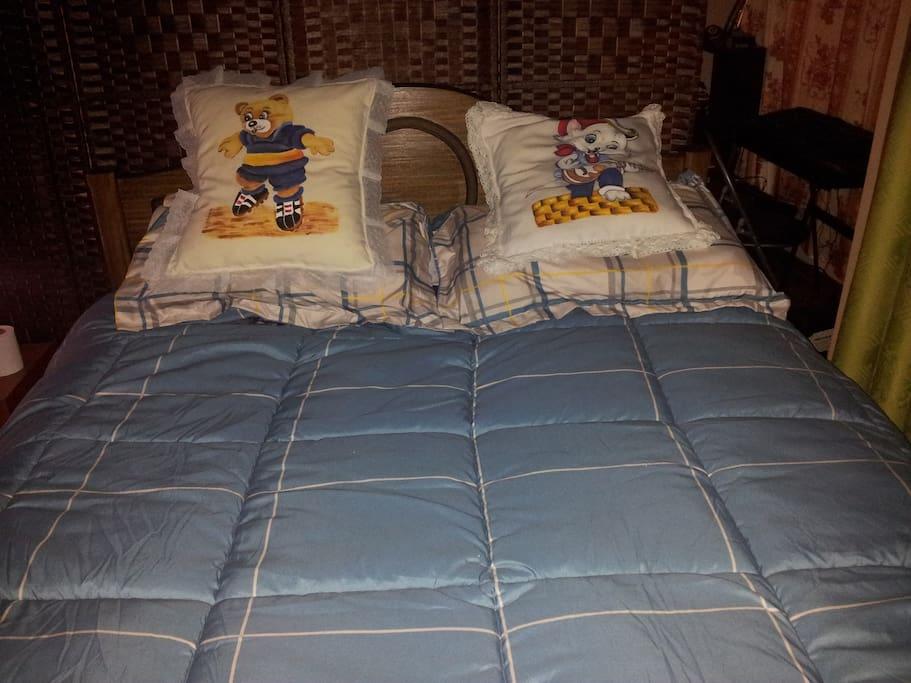 Confortable cama matrimonial