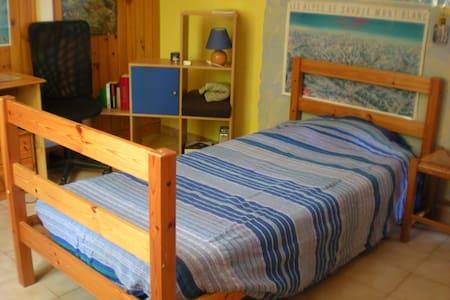 Chambre tranquille pour 1 personne - Robion - Rumah