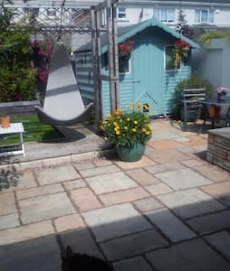 Double room in a quite house with private bathroom - House