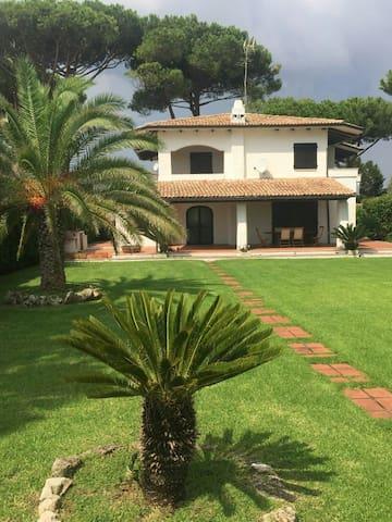 Charming family home with garden San Felice Circeo - San Felice Circeo - Villa