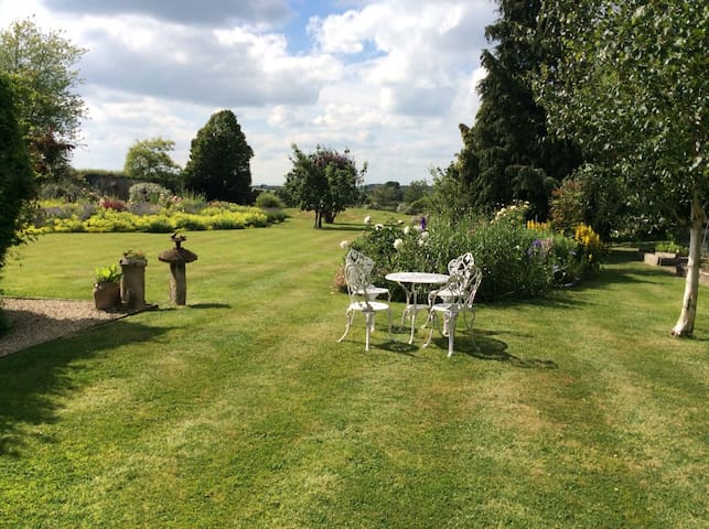 Rural self-contained Annexe near Stratford-on-Avon