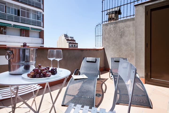 One bedroom with lovely terrace next Plaza España