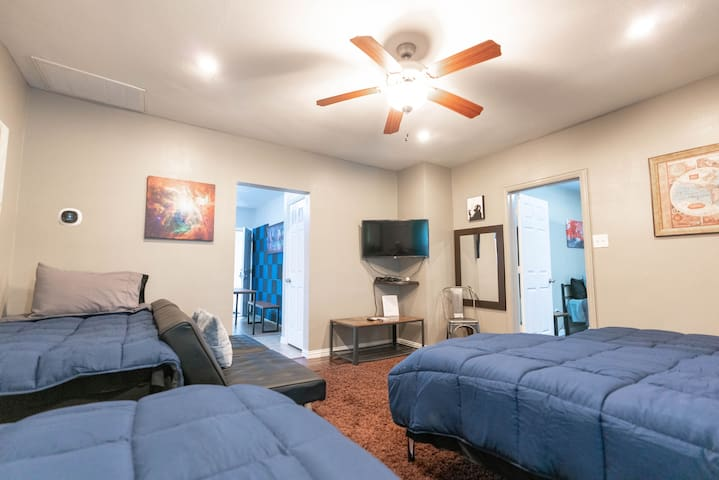 East Downtown Treetop Terrace. ✓EXCELLENCE+VALUE✓