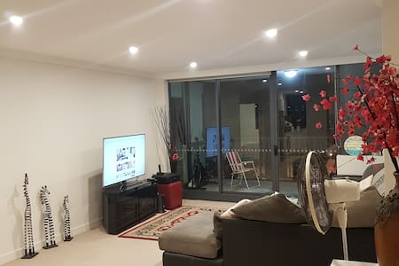 Modern bedroom in heart of dee why - Dee Why - Apartamento