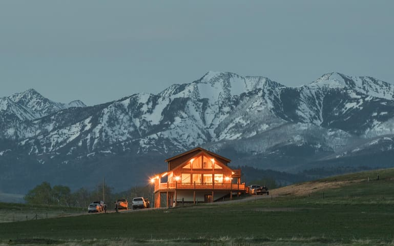 Spring Creek Lodge- abundant mountain views - Livingston
