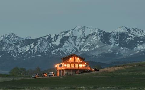 Spring Creek Lodge- abundant mountain views