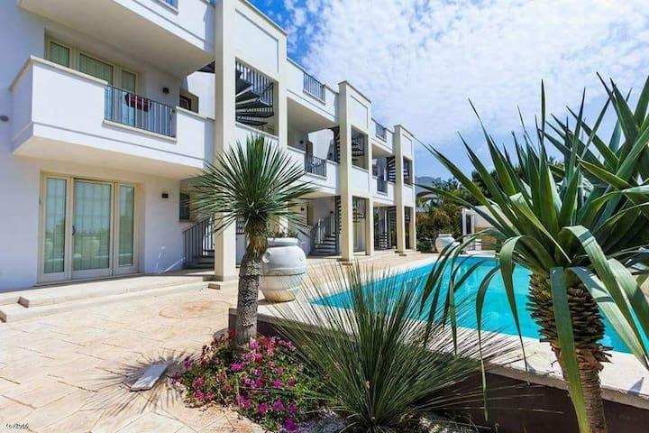 PUGLIA vista mare in residence con piscina