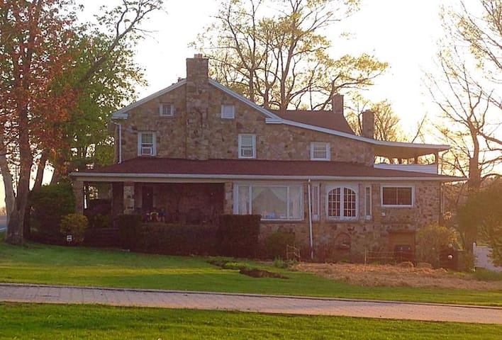 Beautiful Farm House-- Minutes from the Penn State - Port Matilda - Casa