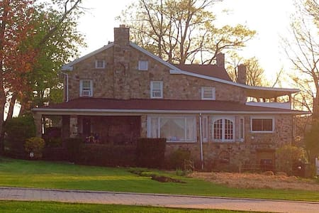 Beautiful Farm House-- Minutes from the Penn State - Port Matilda