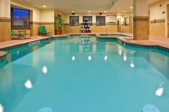 Air-Conditioned Suite  | 15 mins from Indianapolis International Airport | Pool + 24h Gym