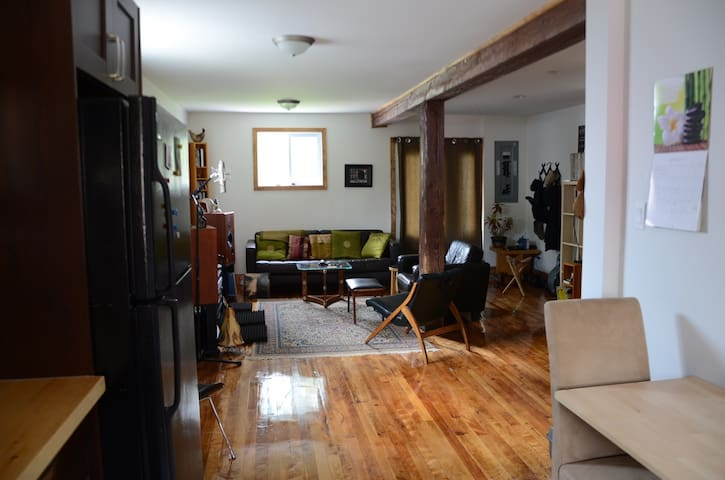 Beautiful 2 storey space, just north of Wakefield