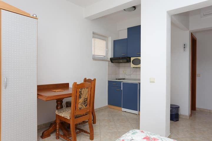 Studio flat with balcony and sea view Stanići, Omiš (AS-2818-a)