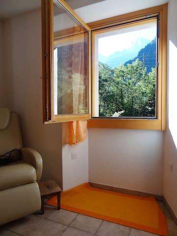 Im Bergell gemütliche Wohnung am Fluss - Promontogno - Apartemen