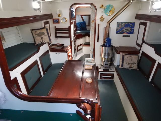 Living on a boat in Magdalen Island:the real deal! - Étang-du-Nord - ボート