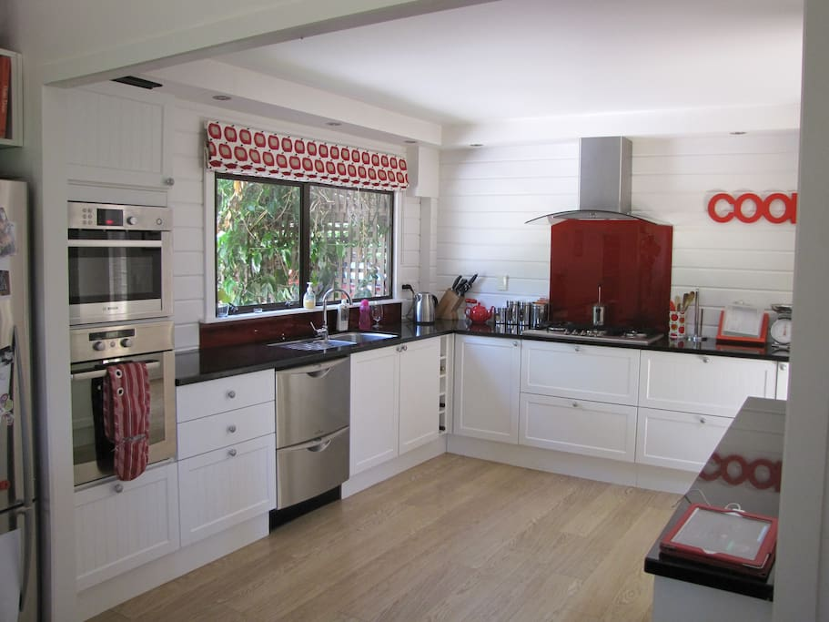 Entertainers kitchen with oven, microwave, 2 dish draws. Granite bench tops