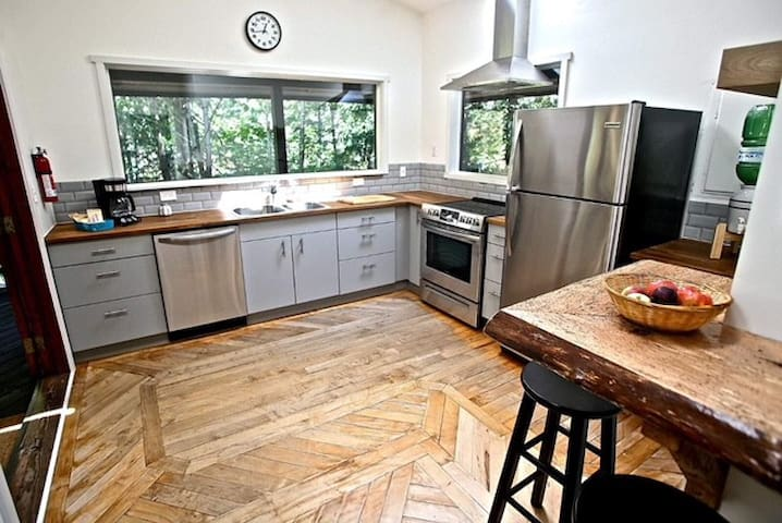 The kitchen is equipped with a dishwasher, stove/oven, full fridge, microwave, coffee machine, kettle, utensils, all dishes and cookware.