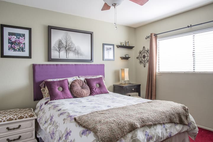 Charming bedroom in La Verne home. - La Verne - Haus