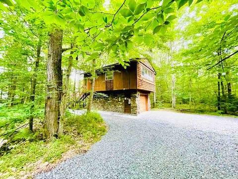 Private Cabin/Treehouse in the Poconos