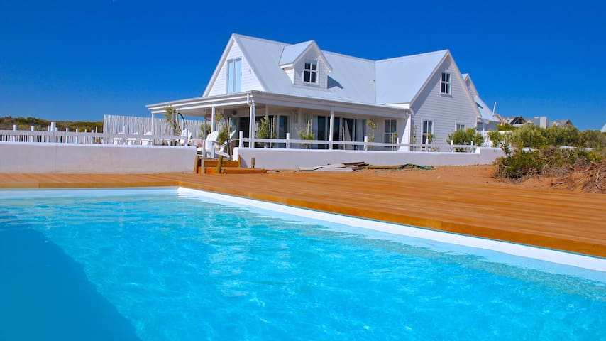 Beach house in a private reserve close to CapeTown - Grotto Bay - Huis