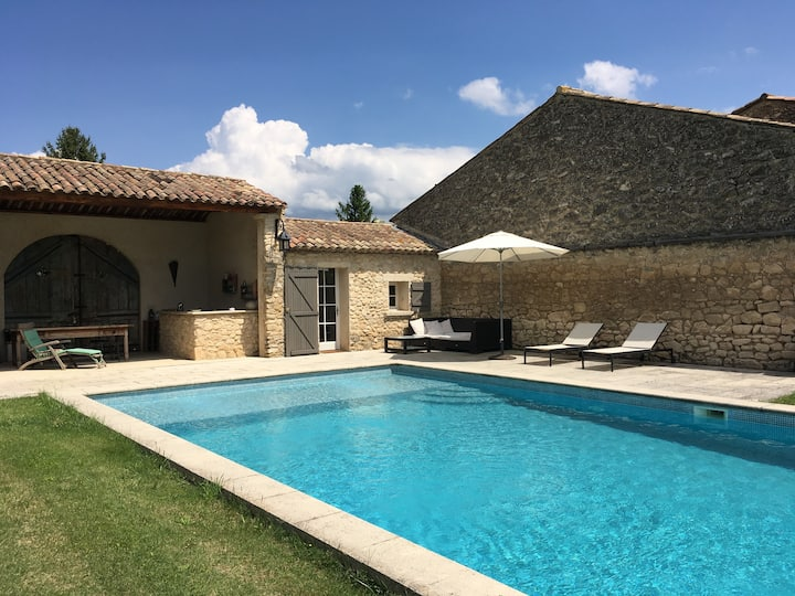 Pool house between Aix en Provence and Avignon