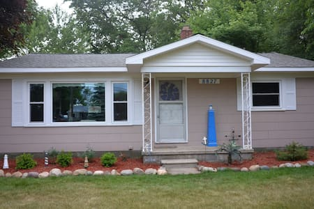 Caseville/Sand Point-Sleeps 6